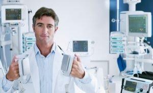 Médico desfibrilador