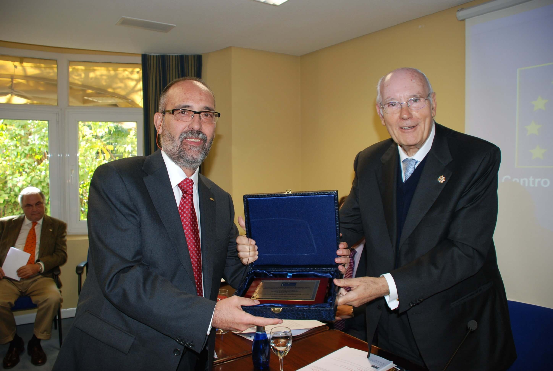 premios a la excelencia Premios a la Excelencia Premio Excelencia Emilio Bautista min