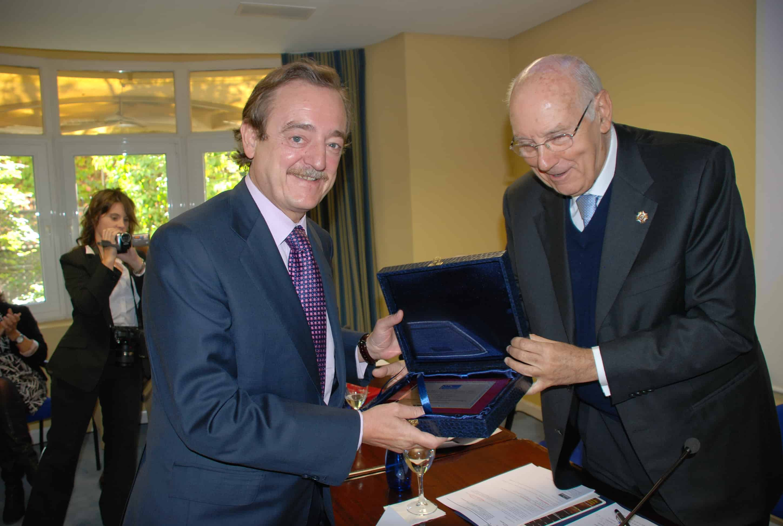 premios a la excelencia Premios a la Excelencia Premio Excelencia Macaya min