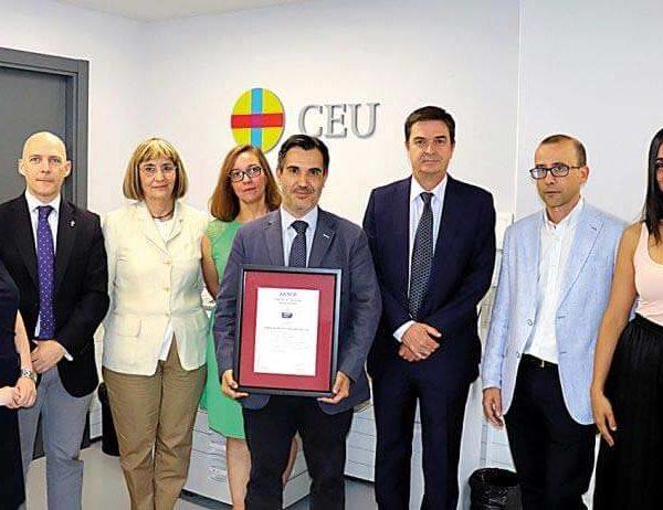 El CEU recibe el certificado de Empresa Saludable